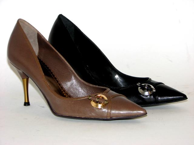 черная и коричневая продукция бренда