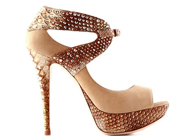 стразы на туфлях