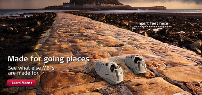 пара кросовок на песчанном фоне