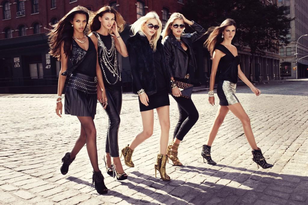 стильные девушки в туфлях и ботильонах