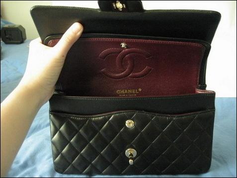 427db81d6930 ... Лагерфельд. Благодаря ему оригиналы женской сумки Chanel стали  культовыми аксессуарами. Теперь они выпускаются в виде лимитированных серий.